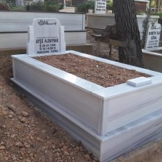 Tek Kişilik Baş Taşı Koltuklu Mermer Mezar