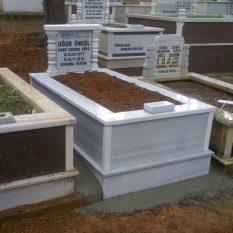 Tek Kişilik Baş Taşı Sütunlu Mermer Mezar