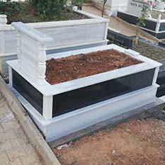 Tek Kişilik Baş Taşı Sütunlu Absolute Black Gövde Granit Mezar