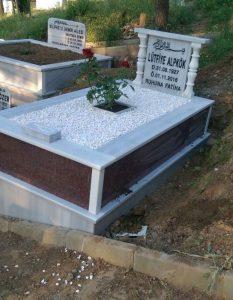 Tek Kişilik Baş Taşı Sütunlu New İmperial Red Gövde Granit Mezar
