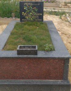 Tek Kişilik İki Renkli Komple Granit Mezar